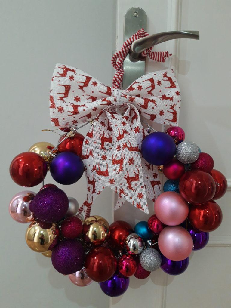 Guirnalda de Navidad con Bolas de Colores del Arcoíris