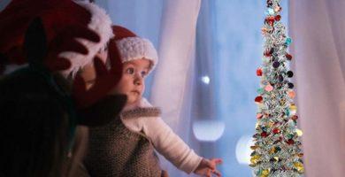 Krystallove - Árbol de Navidad Plegable de 1,5 m con decoración de Colores, para Interiores, decoración de Navidad de PVC Multicolor