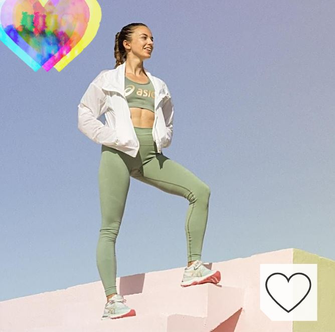 Ropa deportiva Asics para mujer en Amazon Ropa Deportiva Mujer. Mujer con zapatillas, leggins y camiseta Asics